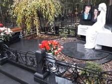 Ваза. Лезниковский гранит Тутаев виды памятников на кладбище с крестом